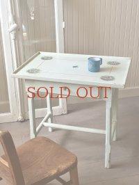 フランス エンジェルがかわいいチャイルドテーブル