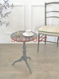 大人っぽいデザインが魅力の サイドテーブル